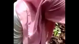 Ketahuan rekaman ngewe cewek berjilbab di hutan Full video https://ouo.io/Y1USKnq