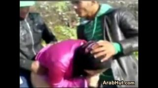 Arab 3some outdoors