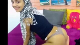 Muslim Girl Twerks