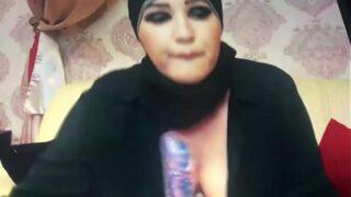 hijab Muslim sucking
